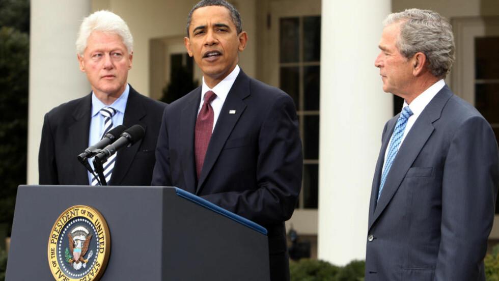 VANSKELIG: Barack Obama, her omgitt av Bill Clinton og George W. Bush, har fått en kraftig bekymring i natt. Demokratene tapte det viktige setet i Senatet. Foto: REUTERS/Larry Downing/SCANPIX