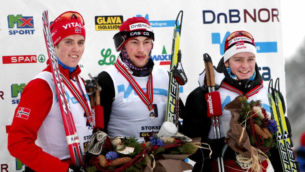 MEDALJEVINNERNE: Petter Northug vant 15 km fri teknikk menn under NM på ski i Stokke torsdag. På pallen (f.v) nr.2  Ronny Hafsås, nr.1 Petter Northug og nr.3 Sjur Røthe. Foto: Gorm Kallestad / Scanpix