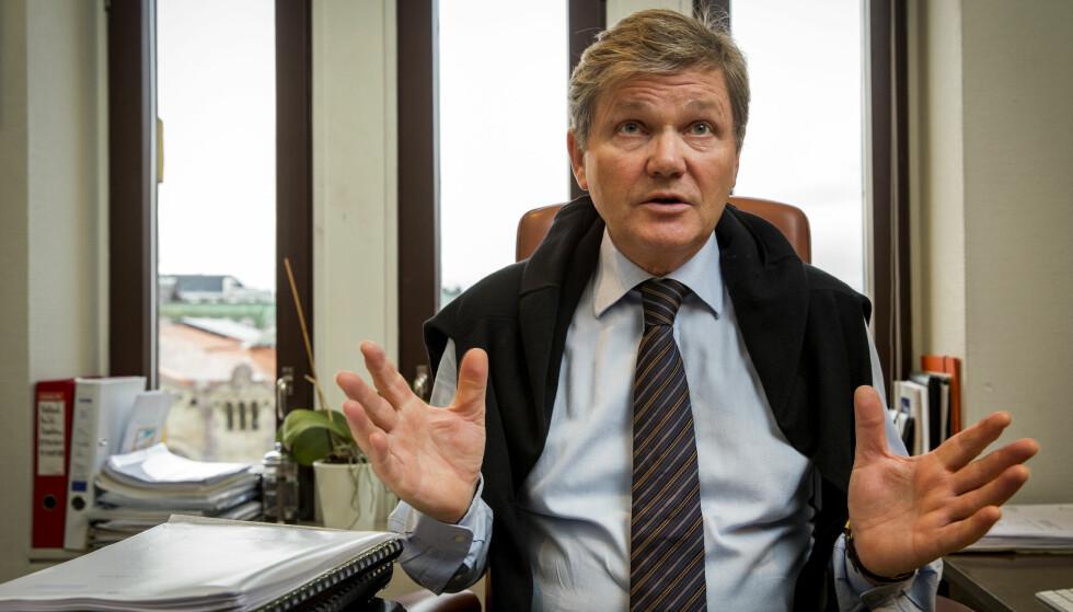 KRITISK: Advokat Arild Humlen mener det er det påfallende at det er en så stor differanse som 20 prosent mellom nemndlederne. Foto: Erlend Aas / NTB scanpix
