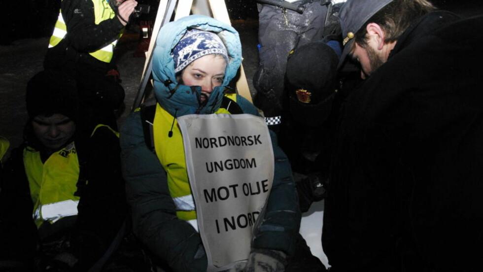AKSJONERTE I DAG: Natur og ungdoms første nestleder Silje Lundberg var blant demonstrantene som ble innbrakt og i natt venter på bot fra politiet i Oslo. Foto: Carl Fredrik Salicat
