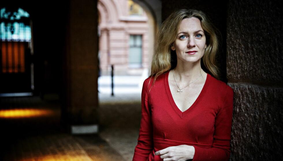 DIKTERBOK: Dagblad-kommentator Inger Merete Hobbelstad har skrevet essaybok om William Shakespeare . Foto: NINA HANSEN