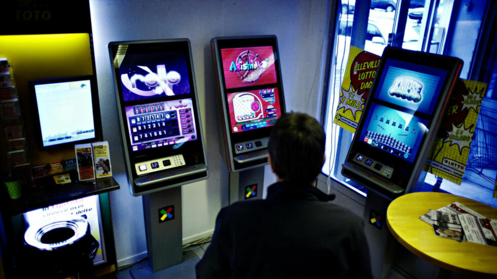 NORSK TIPPING OVERTAR: Fra 1. april fjernes bingoautomatene og skal ersattes av Multitix-maskiner fra Norsk Tipping (avibldet) som allerede står utplassert mange steder. Man må være minimum 18 år gammel og registrert spiller for å kunne benytte seg av disse terminalene. Maks tapsgrense på disse automatene er satt til 400 kroner på én dag og 2 200 kroner i måneden. Foto: NINA HANSEN/DAGBLADET