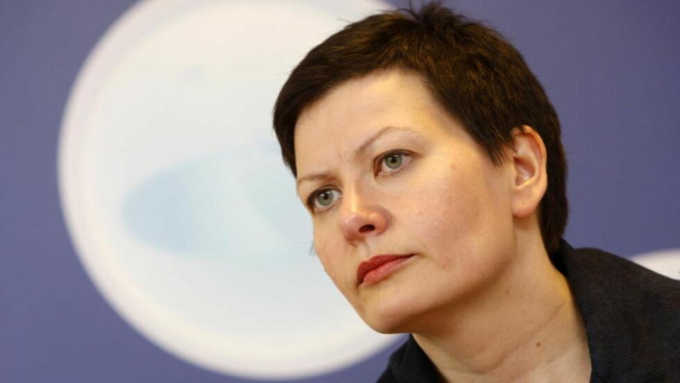 IKKE SÅ FARLIG: Helga Pedersen sammenlikner datalagringsdirektivet med politi på gata og fotobokser langs veiene. Foto: SCANPIX