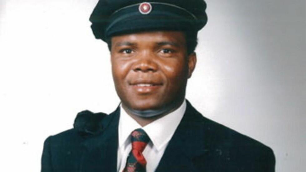 DØDE: Norsk-nigerianske Eugene Ejike Obiora (48) døde etter at han ble lagt i bakken av politiet i Trondheim. Foto: Privat