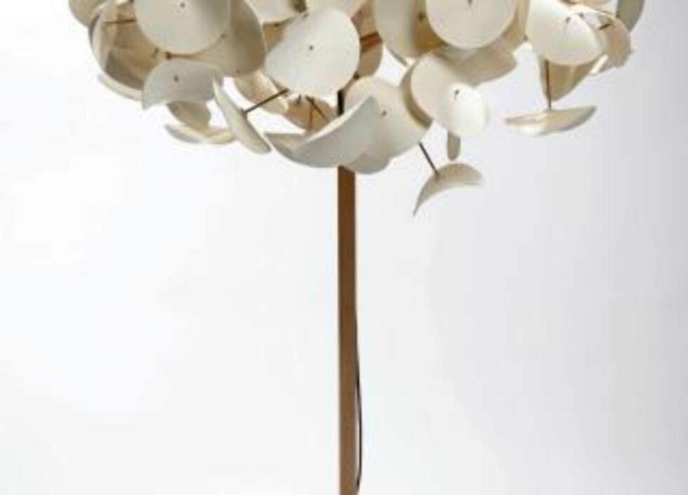"""LYSENDE TRE: Stålampen """"Leaf Lamp"""", design Peter Schumacher for Green Furniture Sweden.  Foto: Produsenten"""