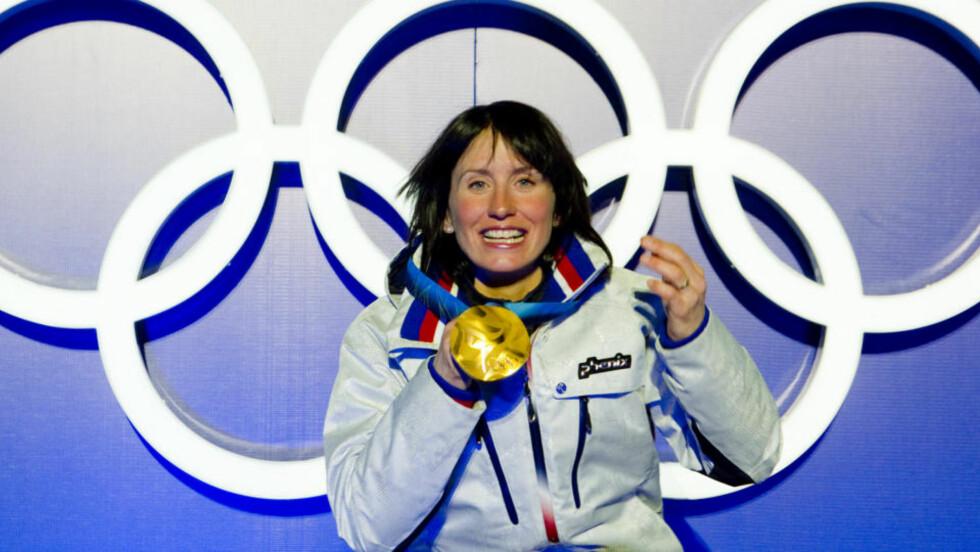 KAN BLI HISTORISK: Marit Bjørgen med gullmedalje hun tok i kvinnenes skiathlon i langrenn i Whistler Olympic Park under OL i Vancouver 2010 fredag. Nå velger hun å droppe lagsprinten. Foto: Heiko Junge / Scanpix