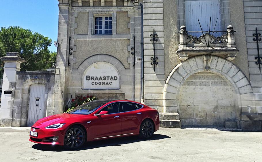 LAAAAAANGTUR: Vi tok utfordringen, og dro på langtur med Tesla. I denne artikkelen ser journalisten på mulighetene og utfordringen det ga å dra på bilferie nedover i Europa med elbil. Alle foto: Fred Magne Skillebæk