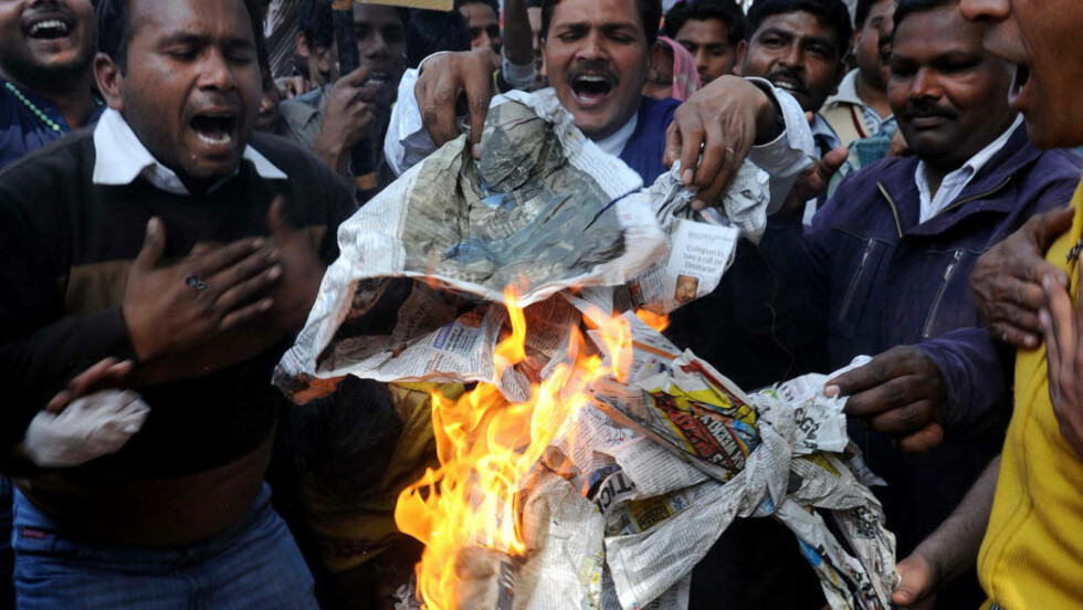 DEMONSTRERTE MOT JESUS-KARIKATUREN: Medlemmer av Christian Action Committee i Amritsar i Punjab i slutten av februar i år. Politiet har beslaglagt over 120 bøker med upassende innhold og forleggeren som publiserte bildet er blitt arrestert. Foto: AFP/NARINDER NANU