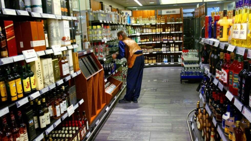 GODT NYTT PÅ POLET: Vinmonopolet har samlet mye god vin i det store marsslippet, som blir å finne i hyllene fra i morgen.  FOTO: INGAR STORFJELL