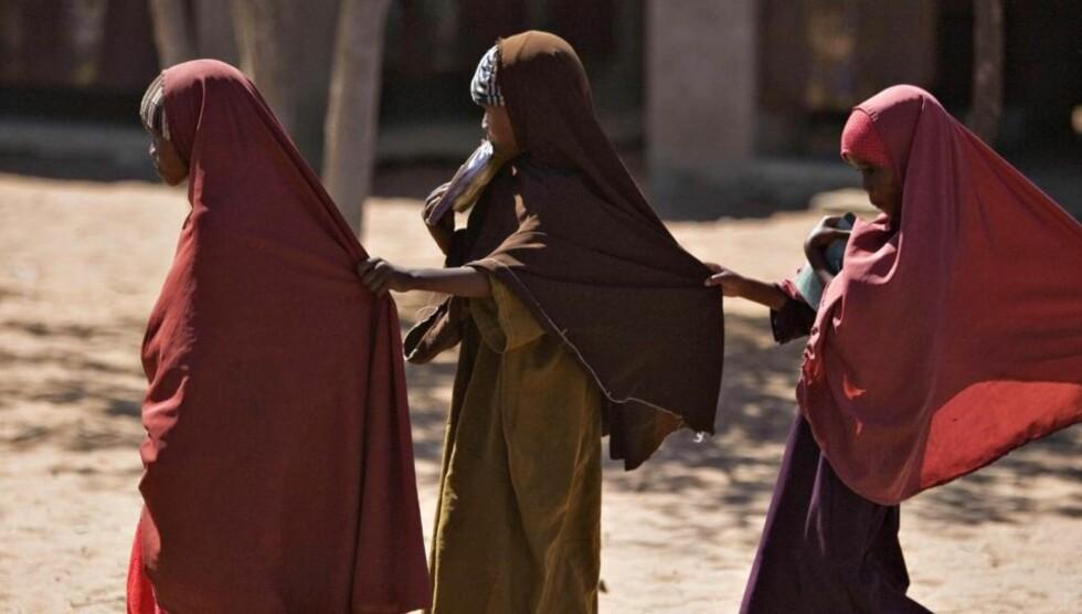 - REAKSJONÆR UTVIKLING: Interessen for hijab blant enkelte muslimer, som i Somalia, er resultat av et politisk-religiøst fremstøt som bygger på en tanke om at kvinnen er mannens eiendom og at hun med sitt blotte fysiske nærvær innbyr til seksuelt begjær, mener Brynjulf Mugaas. Foto: Reuters/Scanpix