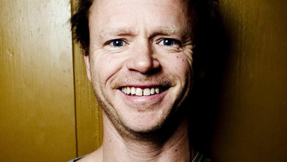MÅ TA ANSVAR: Harald Eia rører rundt i et vepsebol i programserien Hjernevask, og kan ikke bare trekke seg tilbake under henvisning til at han driver folkeopplysning, mener sosiologiprofessor Ketil Skogen. Foto: Thomas Rasm Skaug / Dagbladet