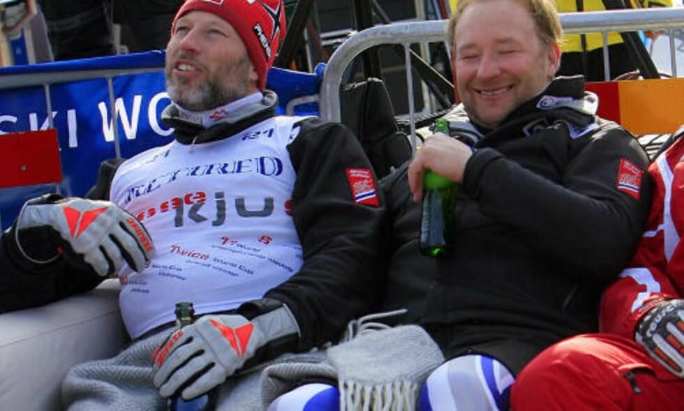 NORSK AFTER-SKI: Lasse Kjus og Kjetil André Aamodt koste seg med sjampanje og øl etter Kjuser'ns siste renn i Åre i 2006. Foto: Sven Nackstrand, AFP/Scanpix