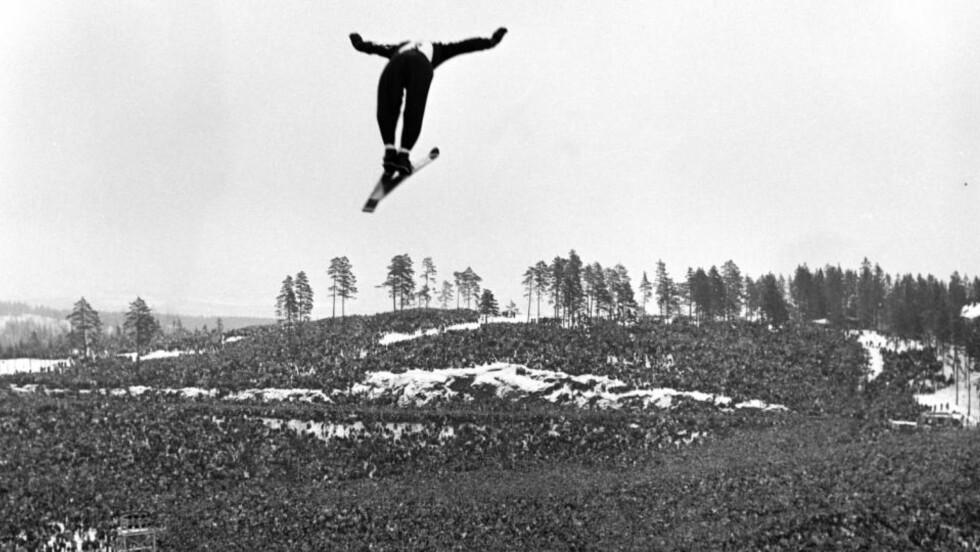 IKKE LENGER GRATIS HAUG: Gratishaugen i Holmenkollen har en helt spesiell posisjon i norsk skisport, men nå har VM-arrangøren begynt å ta seg godt betalt for en plass på haugen.Foto: Aktuell / Scanpix