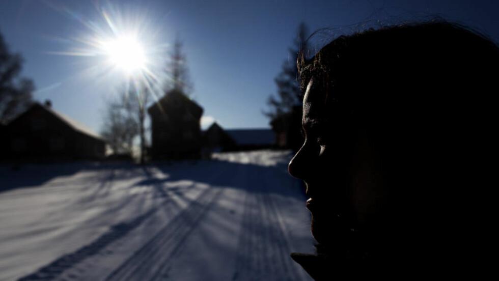 MISBRUKT: Ninas søster (bildet) reagerer sterkt på at kommunen aldri anmeldte mannen som forgrep seg på søsteren hennes. Foto: Henning Lillegård / Dagbladet