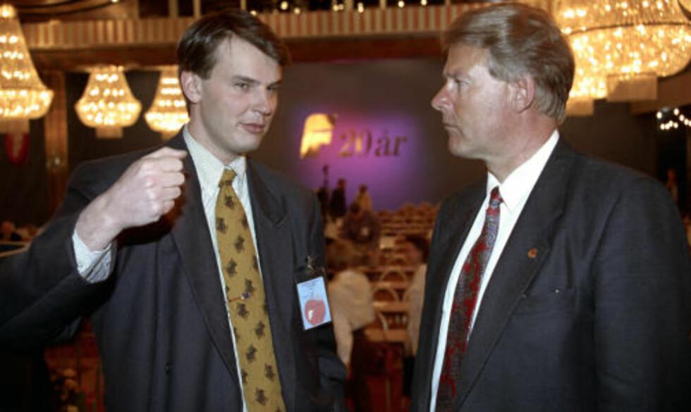 TIDLIGERE NESTLEDER: Wara gikk av som nestformann i Frp i 1993. Her er han med daværende partiformann Carl I. Hagen FOTO: SCANPIX