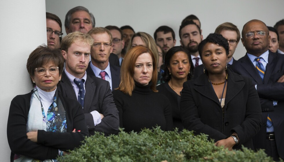 INGEN SMIL: Staben til Barack Obama var i alt annet enn godt humør da han talte i går. Foto: EPA/JIM LO SCALZO/NTB Scanpix