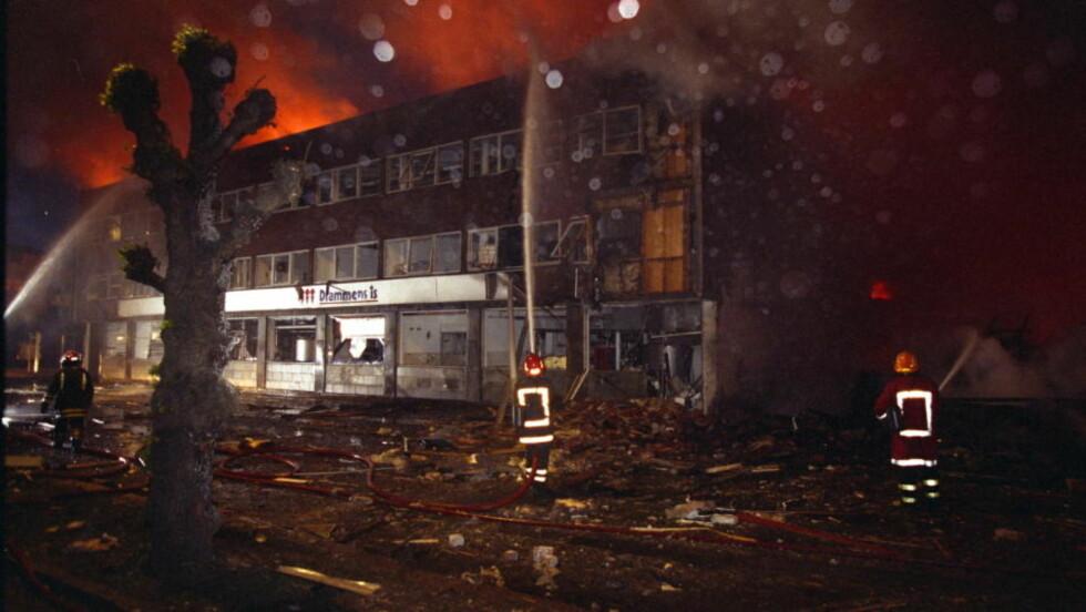 DREPT: En kvinne ble drept og det ble gjort skader for flere hundre millioner kroner i attentatet mot Bandidos-hovedkvarteret i Drammen i 1997.  Foto: Henning Lillegård