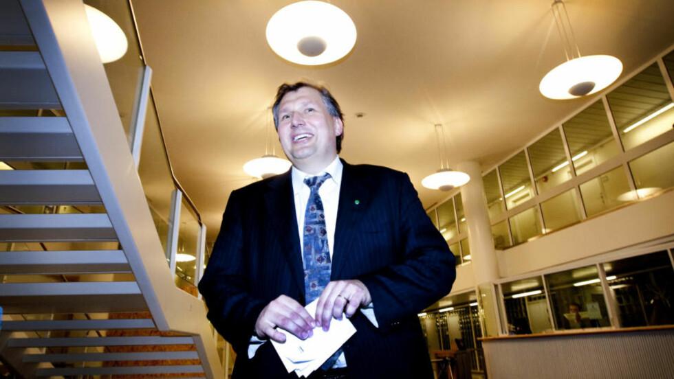 KAN UTSETTE: Olje- og energiminister Terje Riis-Johansen mener Mongstad-prosjektet er krevende og sier det kan være farlig å forhaste den såkalte månelandingen. Foto: Gorm Kallestad/Scanpix