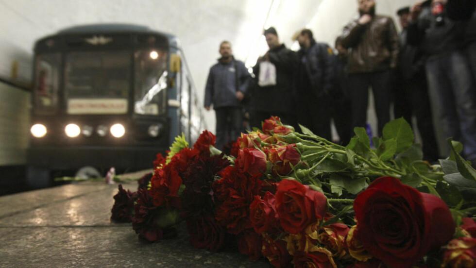 TRAGEDIE: Minst 38 mennesker mistet livet i terroraksjonene i Moskva mandag. Foto: Reuters/Scanpix