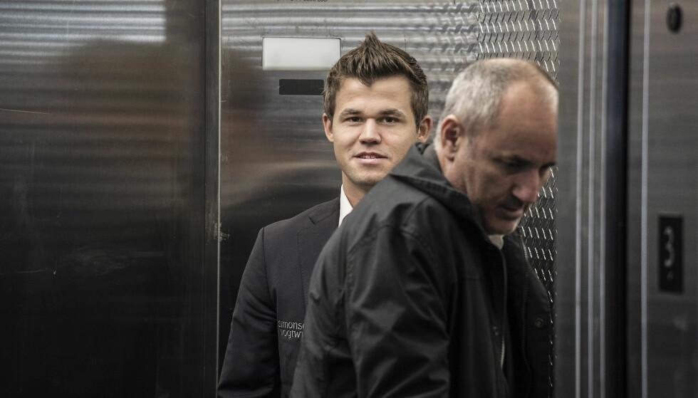 MYE STÅR PÅ SPILL: Magnus Carlsens VM-tittel er i potten under møtet med Sergej Karjakin i New York. Ekspertene forventer en tøff kamp for nordmannen. Foto: Hans Arne Vedlog/Dagbladet
