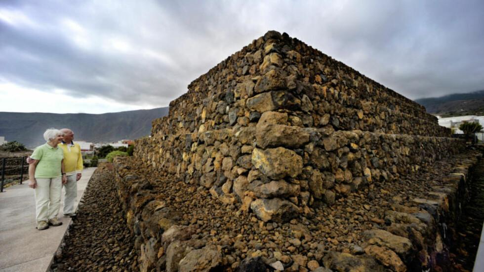 PYRAMIDENE: Mange av turistene på Tenerife besøker pyramideparken i Güimar. Thor Heyerdahls forskning beviste at dette ikke bare var en tilfeldig steinhaug,   ved å sammenligne med pyramidestrukturer i andre kulturer som på Sicilia, i Mexico og Peru.           Alle foto: John Terje Pedersen