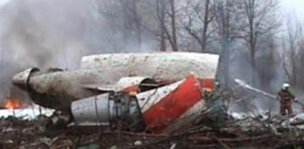 96 OMKOM: Det polske presidentflyet traff tretoppene og styrtet. 96 personer omkom - blant dem presidenten, sentralbanksjefen og landets hærsjef. Foto: REUTERS/SCANPIX