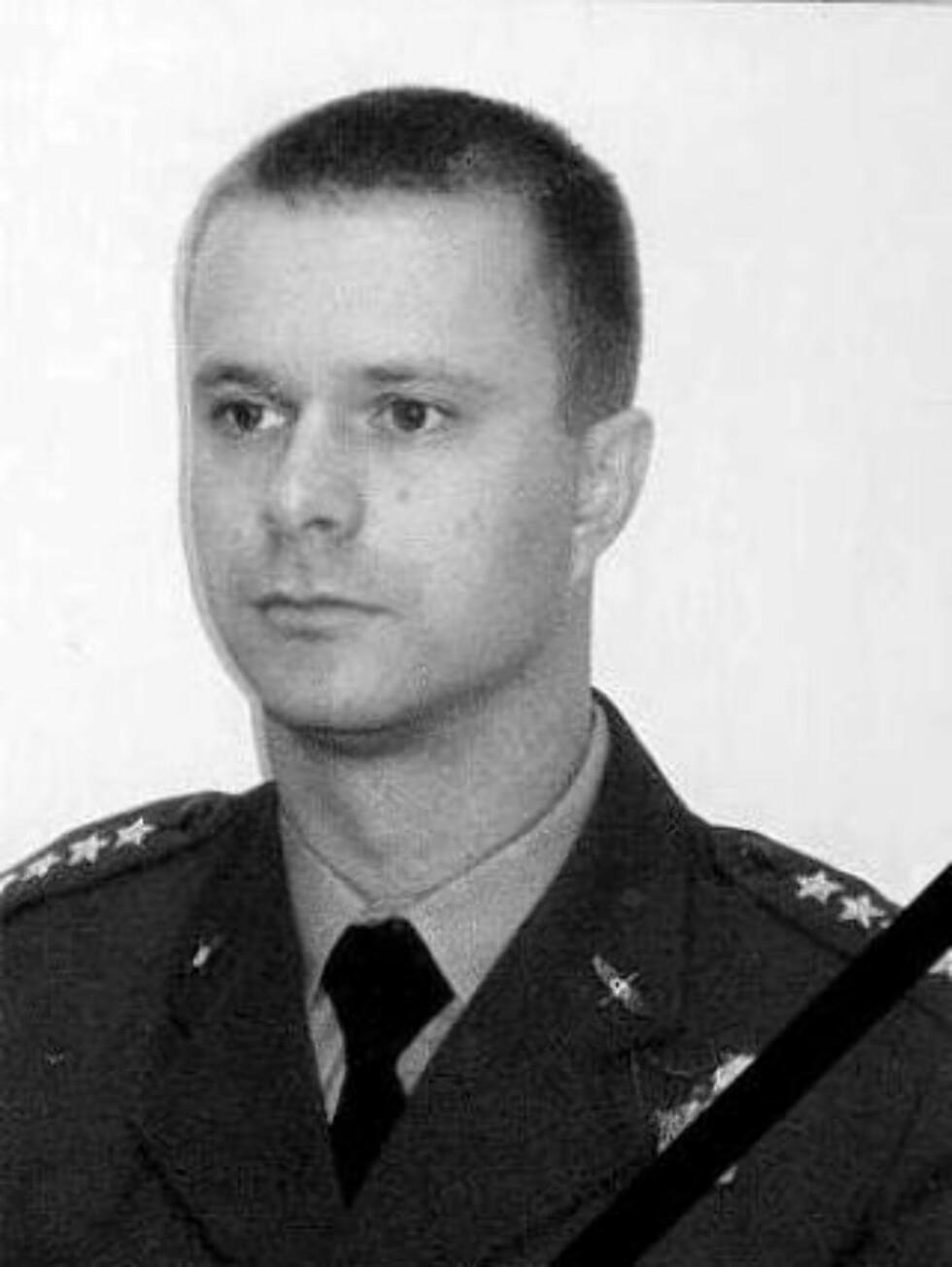 UTPEKES SOM SYNDEBUKK: Kaptein Arkadiusz Protasiuk ser ut til å bli utpekt som syndebukk. Men ingen kjenner foreløpig årsaken til hvorfor han ignorerte flytårnet. Foto: EPA/Polish Air Force/SCANPIX