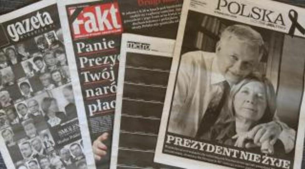 PÅ FORSIDENE: Dagen etter krasjen som utraderte Polens politiske elite, hadde avisene spesialutgaver for å minnes de døde.  Foto: EPA/MACIEJ CHMIEL/SCANPIX