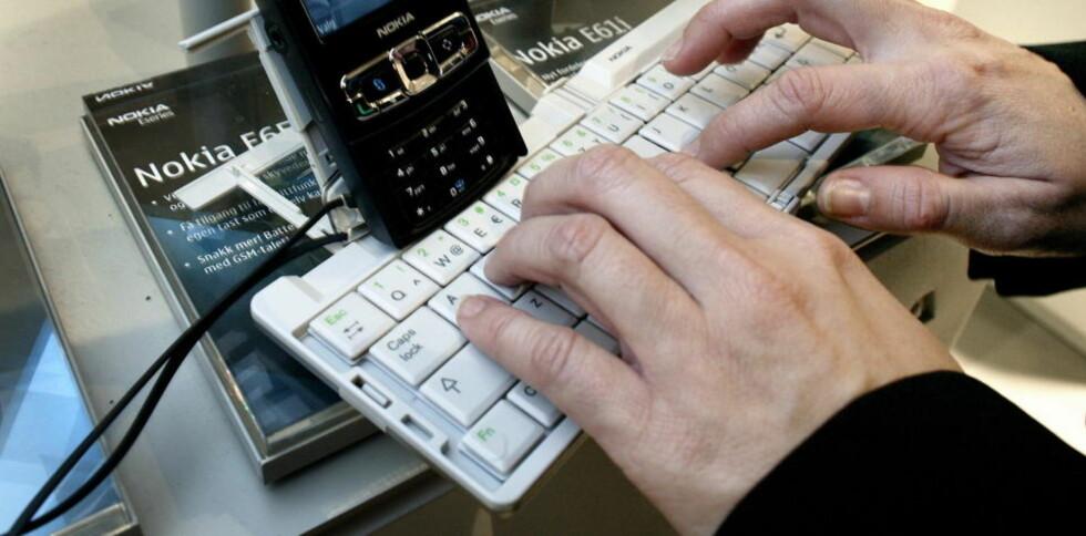 HACKERFRYKT: Forsvardepartementet frykter at Datalagringsdirektivet vil gjøre Norge mer sårbart overfor trusselaktører. Illustrasjonsfoto: Henning Lillegård/Dagbladet.