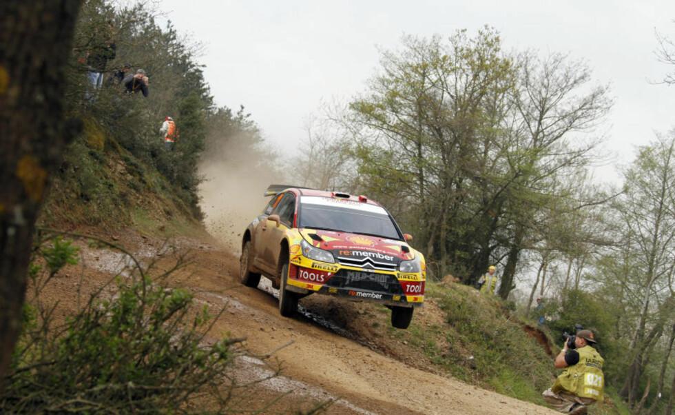 KJEMPER I TOPPEN: Petter Solberg kjemper helt i toppen av Rally Tyrkia etter tre fartsprøver.Foto: Tony Welam