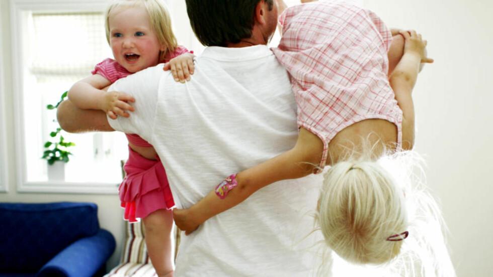 SKILLER FAR OG BARN: At fedre ikke har selvstendig rett til foreldrepenger er lovstridig forskjellsbehandling, skriver innleggsforfatterne. Illustrasjonsfoto: Scanpix