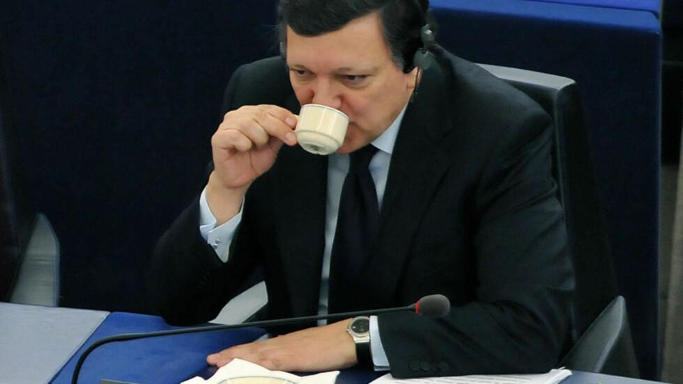 SJEF:  EU-kommisjonens president, portugiseren Jose Manuel Barroso, i en kaffepause på jobb sist uke. FOTO: AFP/SCANPIX.