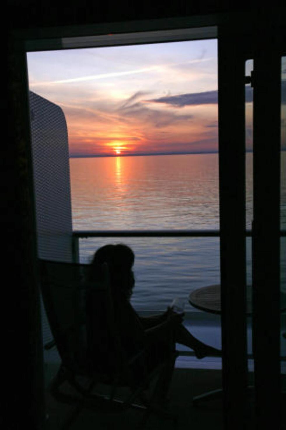 PERLEKYSTEN: Sørlandskysten er ikke imponerende, kun idyllisk i solnedgang.