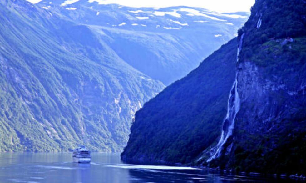 LEKKERT: Det spektakulære fossefallet De syv søstre i Geirangerfjorden får alltid kamerautløserne til å klikke som det reneste steppe-ensembelet!