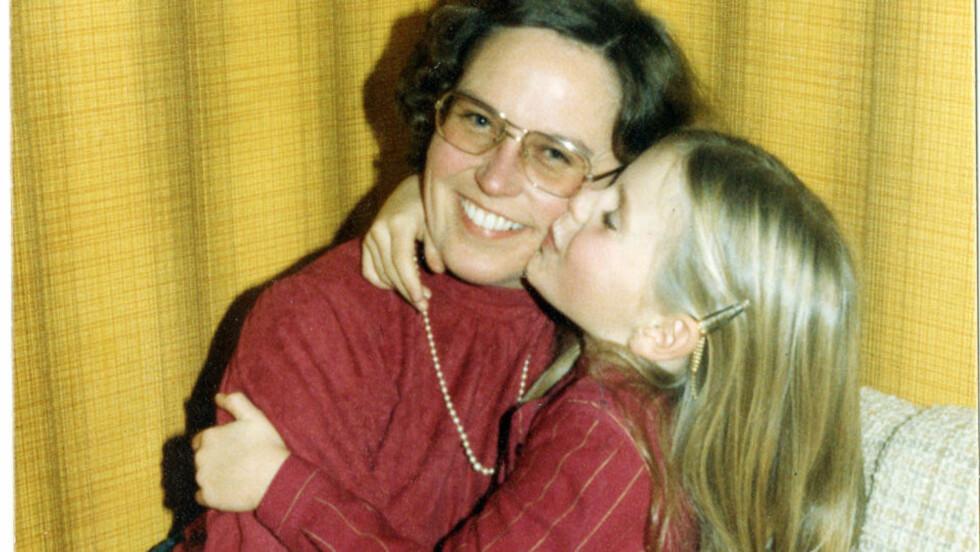 MISTET MAMMA: Magasinets Trude Lorentzen (35) hadde et nært forhold til mora Mia Lorentzen, som tok sitt eget liv i 1990. Foto: Privat