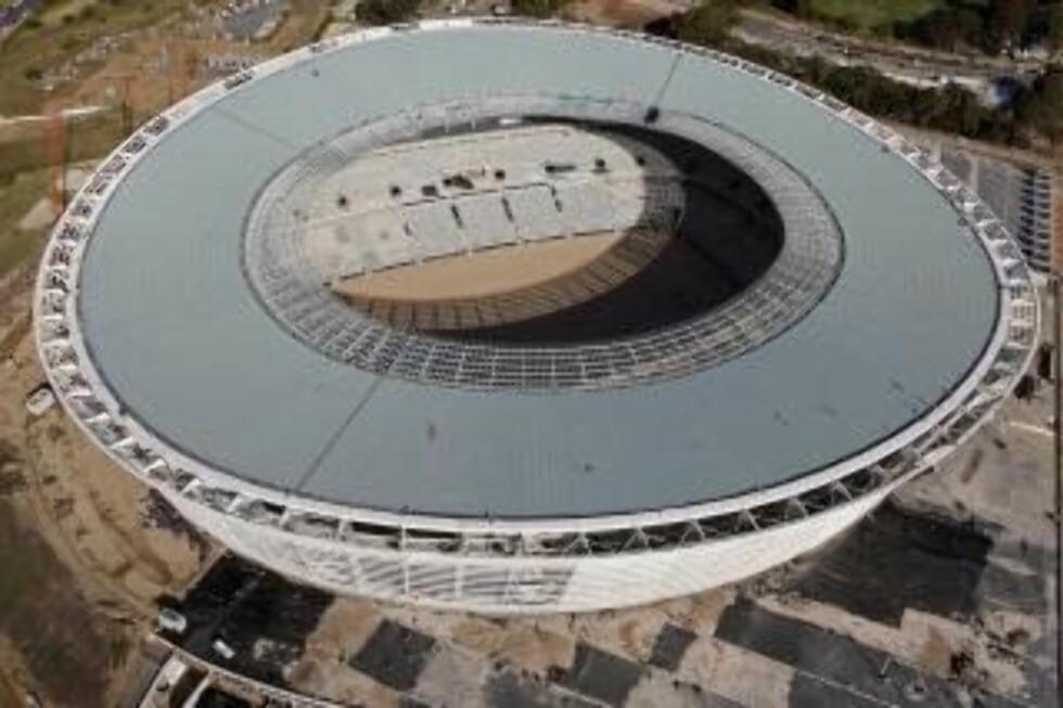 STASELIG: Men både fotballforbundet og lokale myndigheter ville først ikke ha gigantarenaen Green Point. Så grep Fifa og Sepp Blatter inn. Foto AP/Schalk van Zuydam