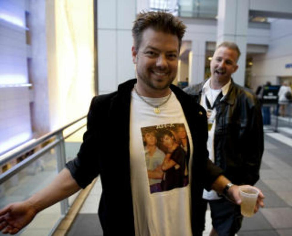 FAN 3: Jeff Alexander stilte med hjemmelaget merchandise. Foto: ØISTEIN NORUM MONSEN.