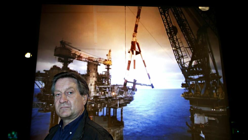 NY ROMAN: Krimforfatter Tom Kristensen har tatt et dypdykk ned i Nordsjøen. Historien han fant, var svært betent. Bildet er tatt på Norsk Maritimt Museum. Foto: Nina Hansen