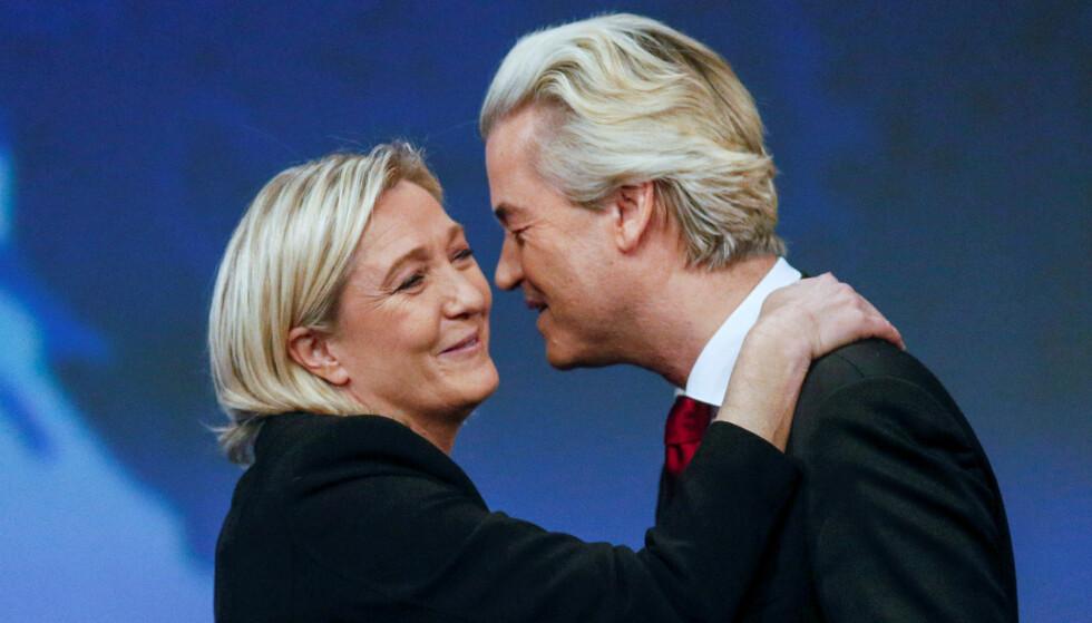 FRANKRIKE OG NEDERLAND: Marine Le Pen, leder i Nasjonal front i Frankrike, sammen med Geert Wilders, leder i VVP i Nederland. De to politikerne er to av de mest sentrale høyrepopulistiske lederne i Europa. Neste år står begge to på valg. Foto: Robert Pratta / Reuters / NTB scanpix