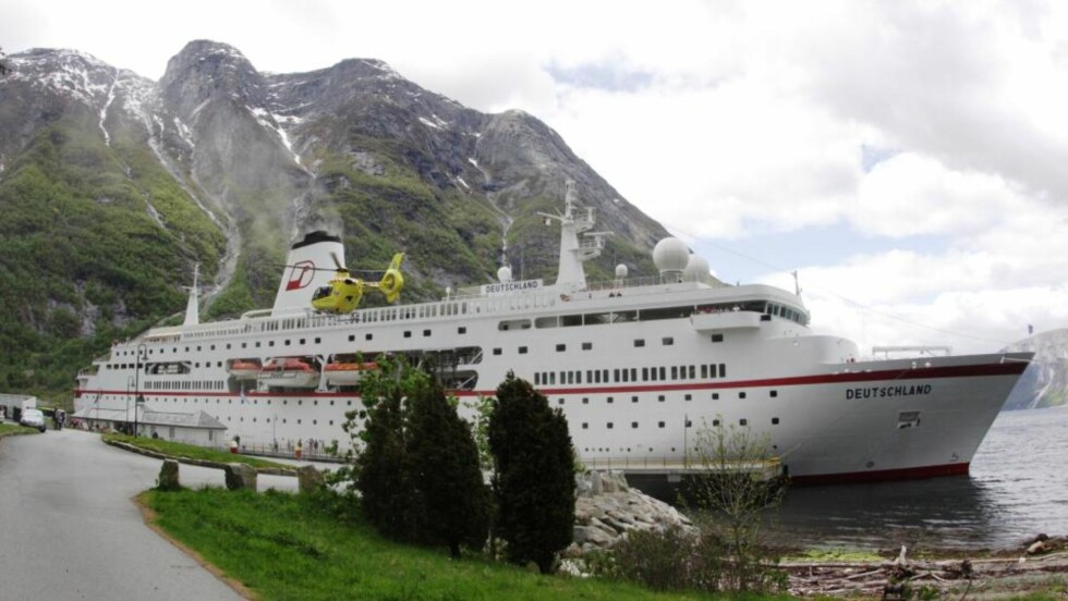 «MS DEUTSCHLAND»: Det brenner i maskinrommet på det tysk-eide cruiseskipet «MS Detschland», som nå ligger til kai ved Eidfjord i Hordaland.  Foto: Eidfjord Fjell og Fjord Hotell