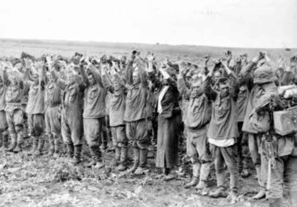 GRAVLAGT PÅ NORSK JORD: De sovjetiske fangene som døde ble gravlagt på krigskirkegårder, kirkegårder og ved militære og sivile anlegg i utmark, myrlendt terreng og utilgjengelige fjellområder. Foto: SCANPIX