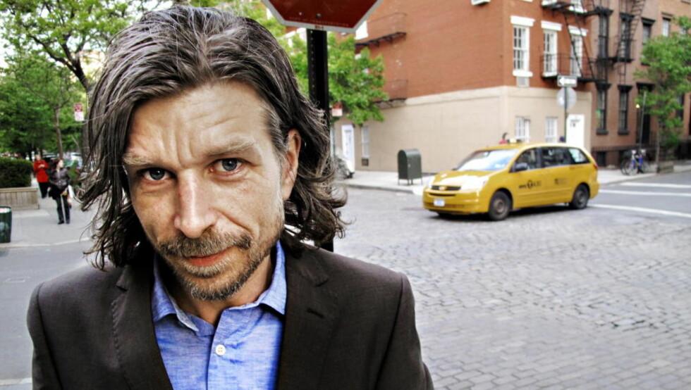 NY PAMFLETT: Eivind Tjønneland går til angrep på det kultursynet som ligger i forfatter Karl Ove Knausgårds selvutleverende masochisme. Foto: Randi Fuglehaug
