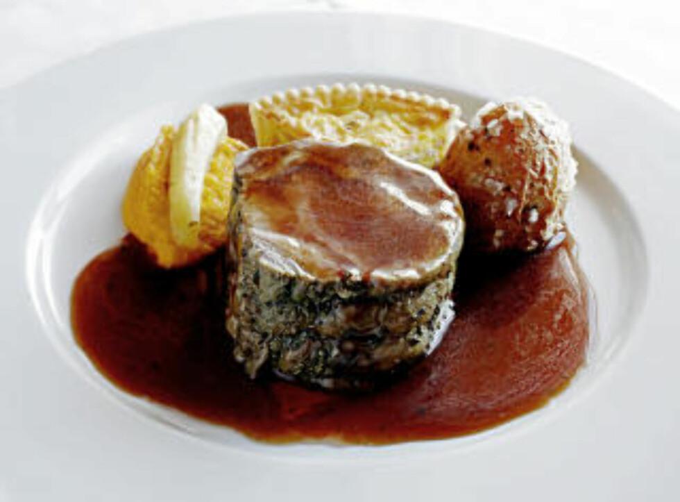 KALV: Urtespekka entrecote av Eidemskalv med følge av saltbakt potet, løkterte og pastinakk på kålrotpure'.