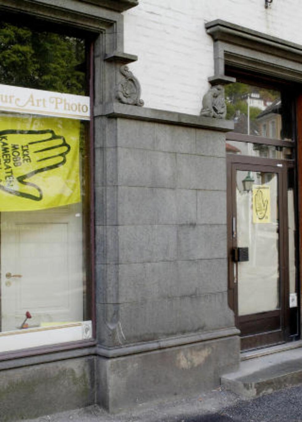 BESØKSADRESSEN: Registrert besøkssadresse for Riktig renholdsselskapet er Kong Oscars gate 25 i Bergen. Her ligger kontorlokalene SOS Rasisme eier.   FOTO: PAUL S. AMUNDSEN