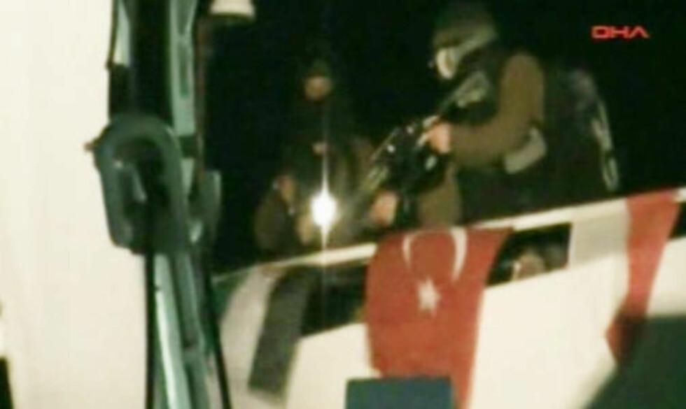 <strong>BORDET:</strong> Soldater gikk tidlig i morges om bord i lederskipet Mavi Marmara. Foto: APTN