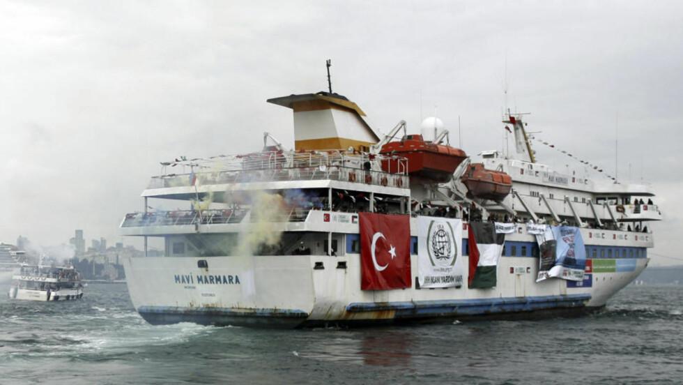 SIVILT SKIP:  Det tyrkiske skipet Mavi Marmara fotografert i Istanbul 22. mai. Skipet hadde flere hundre aktivister ombord, og var i konvoien som mandag morgen ble bordet av israelske soldater. 19 personer er bekreftet døde og hendelsen har skapt diplomatisk furore. Foto: Scanpix/Emrah Dalkaya