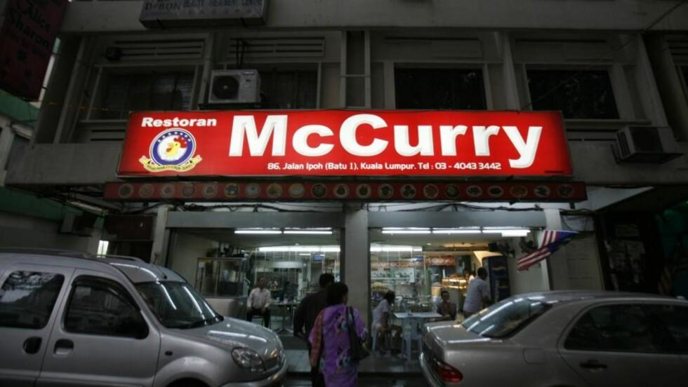<strong>VANT:</strong> Den lille familiedrevne restauranten McCurry i Malaysias hovedstad Kuala Lumpur får beholde navnet sitt etter at den amerikanske hamburgerkjeden McDonalds har tapt søksmålet mot den. Foto: REUTERS / Bazuki Muhammad / SCANPIX