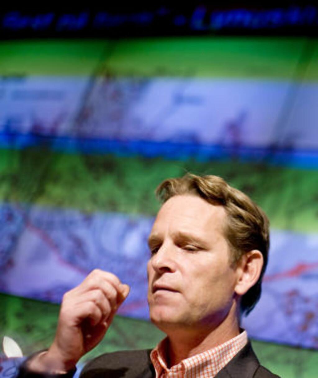 BEKYMRET: Lyn-direktør Erik Langerud ber alle med et hjerte for Lyn punge ut raskt. Foto: Sara Johannessen / SCANPIX