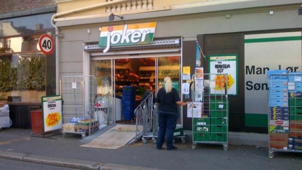 <strong>JOKER-BUTIKK:</strong> Denne Joker-butikken skal være ett av stedene hvor kunder har blitt utsatt for skimming. Ingen ved den aktuelle butikken ønsker å snakke med Dagbladet. Foto: Diana Badi