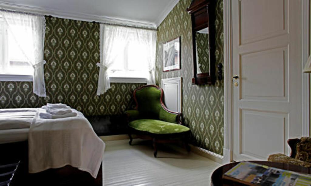 KLASSISK: I hovedhuset er rommene i god gammel engelsk stil. Det er Victorianske møbler i rom og baderom.